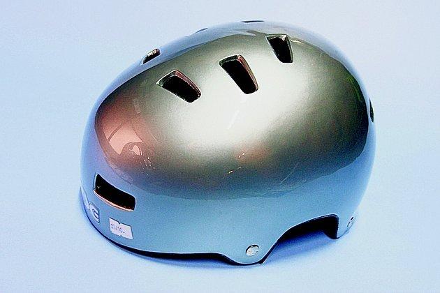 Používání helmy má i svá negativa.