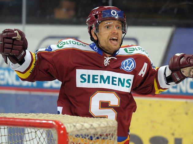 Sparťan Michal Broš se raduje ze svého vyrovnávacího gólu.