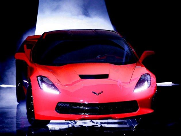 Legendární Chevrolet Corvette. Na silnicích řádí už 60 let.