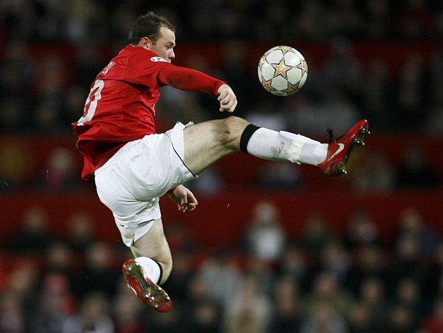 Fotbalová ekvilibristika v podání Waynea Rooneyho.