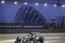 Lewis Hamilton v tréninku na Velkou cenu Singapuru.