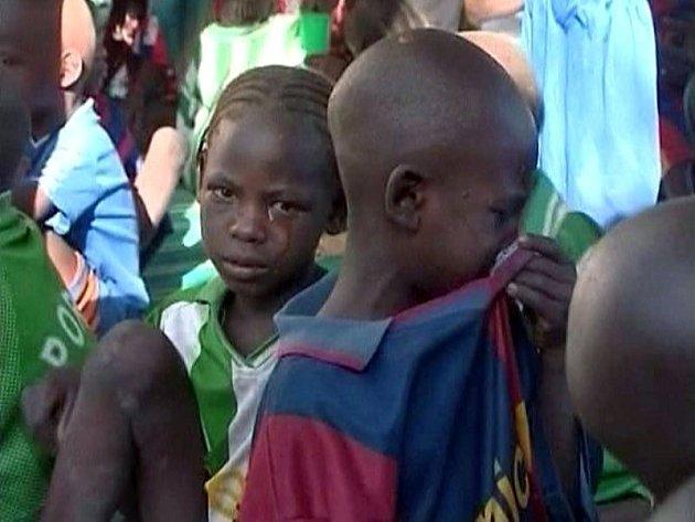 Na ilustračním snímku jsou sirotci z válkou zmítaného Darfúru.