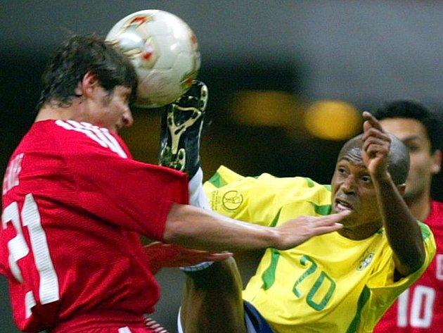 Edílson (ve žlutém) má titul mistra světa ve fotbale, ale v životě po kariéře moc nezáří.