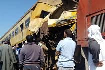 Život nejméně 16 lidí a 40 zraněných si vyžádala nehoda na severu Egypta