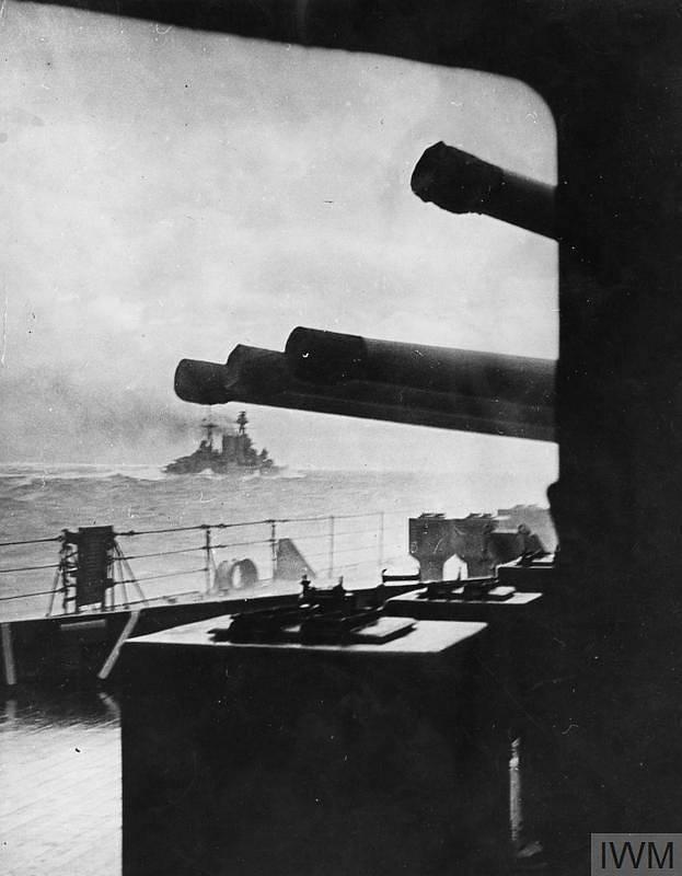 Poslední známá fotografie křižníku Hood před potopením. Ke dnu jej poslala německá bitevní loď Bismarck.