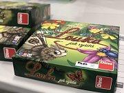 Unikátní novinky. V letošním roce Dino vydalo novou hru Louka jak vyšitá. Původně šlo o ručně vyrobený dárek pro dceru.