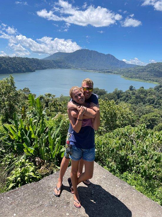 Zlata Biedermannová s přítelem Pavlem Fleischerem na Bali.