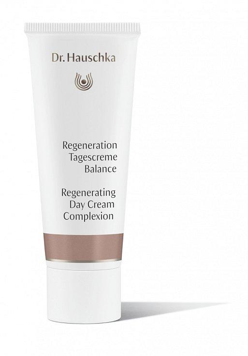 """ZÁŘIVÝ vzhled dodá zralé pleti bio regenerační vyrovnávací krém Balance dr Hauschka díky barevným minerálním pigmentům. Regenerační vyrovnávací krém """"Balance"""", dr. Hauschka, 40 ml, 1248 Kč"""