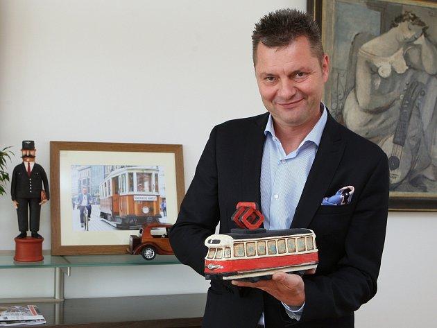 Díky pořízení autobusů jezdících na stlačený zemní plyn brněnský dopravní podnik ročně ušetří desítky milionů korun. Na snímku generální ředitel podniku Miloš Havránek.