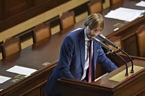 Ministr zdravotnictví Adam Vojtěch na schůzi Sněmovny, která pokračovala 21. června 2019 v Praze