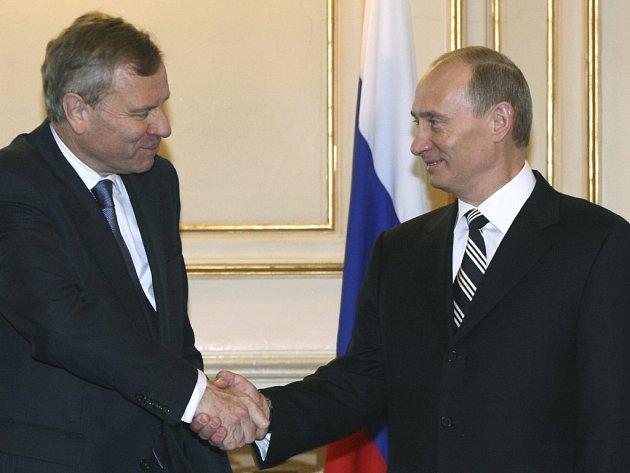 Generální tajemník NATO Jaap de Hoop Scheffer a ruský prezident Vladimir Putin.