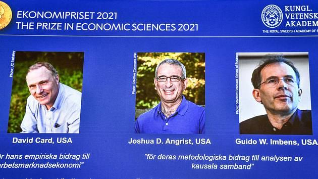 Američtí vědci (zleva) David Card, Joshua Angrist a Guido Imbens získali Nobelovu cenu za ekonomii