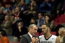 Trenér Ronen Ginzburg a Michael Dixon už mohou vyhlížet soupeře pro play-off VTB ligy.