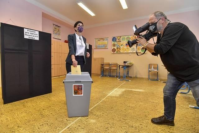 Předsedkyně TOP 09 Markéta Pekarová Adamová odevzdala svůj hlas v senátních volbách v Praze.