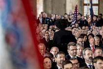 Inaugurace prezidenta Miloše Zemana pro jeho druhé funkční období probíhala 8. března ve Vladislavském sále Pražského hradu. Dominik Feri opouští sál