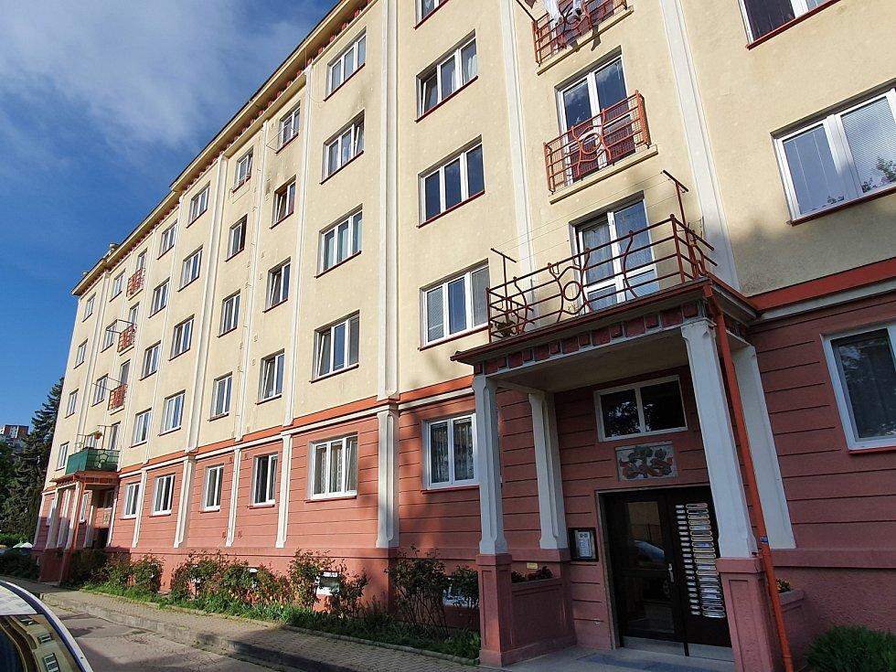 První panelák. Prvním panelovým domem Československa je dům typu G40 postavený ve Zlíně, tehdejším Gottwladově, v dnešní ulici Benešovo nábřeží 3828.