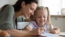 Když se zavřou školy, zkuste si v době karantény s dětmi napsat třeba vlastní pohádku.