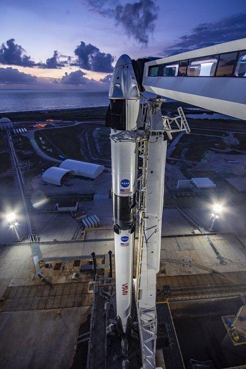 Kosmická loď Crew Dragon soukromé americké společnosti SpaceX.