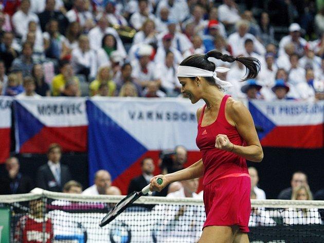 Ana Ivanovičová ze Srbska ve finále Fed Cupu v Praze proti Petře Kvitové.
