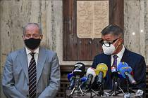 Premiér Andrej Babiš (vpravo) a ministr zdravotnictví Roman Prymula