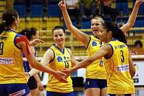 Volejbalistky Prostějova se radují z vítězství.