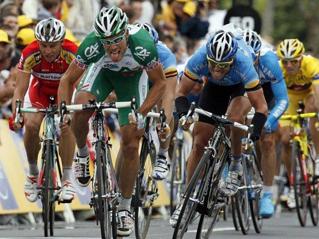 Na pásce byl nejrychlejší norský cyklista Thor Hushovd (druhý zleva).