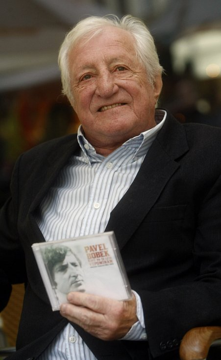 Populární zpěvák rokenrolu a country Pavel Bobek.