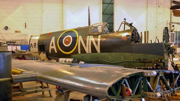 Renovace letounu Spitfire AR501: červen 2007