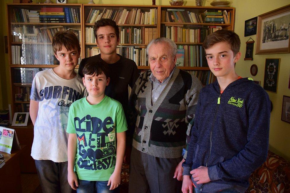 Miloslav Bláha s žákovským týmem
