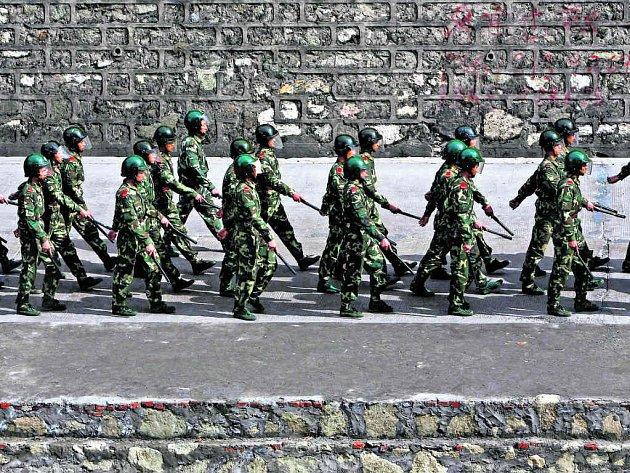 Čína postupuje proti rebelům v Tibetu nekompromisně.