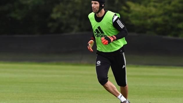 Brankář Petr Čech na tréninku Chelsea.