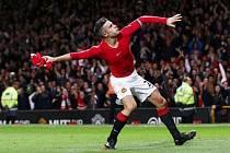 Robin van Persie zařídil Manchesteru United remízu s Chelsea.