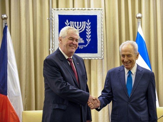 Prezident Miloš Zeman s izraelským prezidentem Šimonem Peresem v Jeruzalémě.