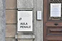 Vchod budovy federálního trestního soudu ve švýcarské Bellinzoně