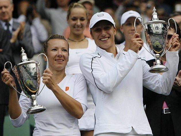 Květa Peschkeová vyhrála se Slovinkou Katarinou Srebotnikovou čtyřhru ve Wimbledonu.