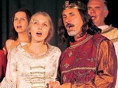 Není tajemstvím, že Julii bude hrát a zpívat královna Eliška z Noci na Karlštejně Ivana Plachá