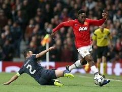 Manchester United - Olympiakos: Ryan Giggs a  Hernan Perez.