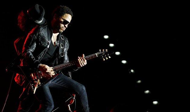 """Americký zpěvák Lenny Kravitz vystoupil v rámci svého turné """"Love Revolution"""" 23. června v pražské O2 Areně."""