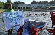 Kampaň aktivistů Greenpeace proti znečišťování oceánů plasty