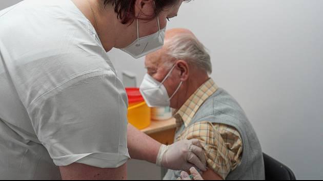 Hodonínské očkovací centrum v kulturním domě začalo v okrese fungovat jako první, a to vakcínou vakcíny Pfizer.
