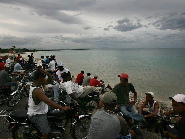 Lidé čekají na příchod hurikánu