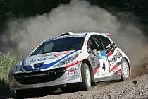 Jan Kopecký se svým Peugeotem na trati první etapy Ruské rallye.