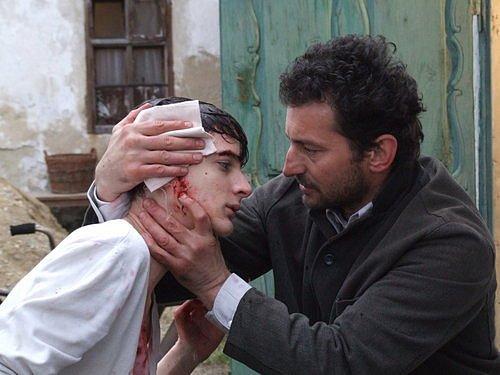 Ondřej Vetchý (vpravo) ve filmu režiséra Jiřího Chlumského Nedoržený slib