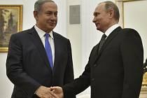 Izraelský premiér Benjamin Netanjahu při setkání s ruským prezidentem Vladimirem Putinem v Moskvě.