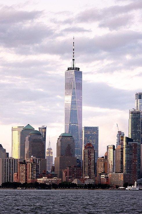 Budova One World Trade Center je novou dominantou Manhattanu místo zničených Dvojčat.