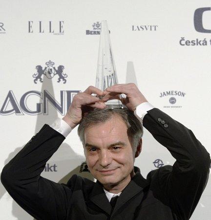 Cenu za nejlepší mužský herecký výkon vhlavní roli převzal Ivan Trojan za film Díra uHanušovic.