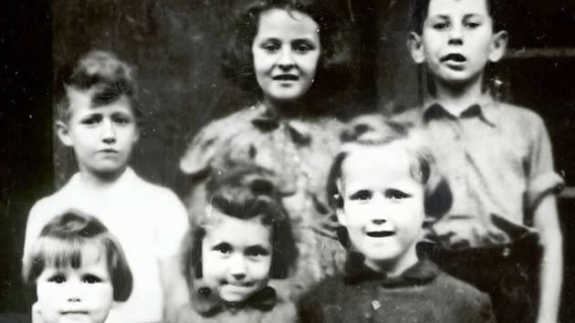 Jedna ze dvou zachovaných fotek zachráněných židovských dětí.