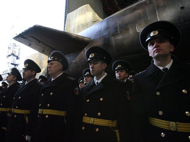 Ponorka Jurij Dolgorukij se vší poctou.