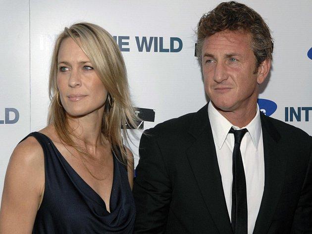 Se svou ženou Robin (41) se oženil v roce 1996