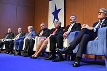 Zprava Petr Robejšek, Jiří Hynek, Daniela Lusková, Jiří Horecký, Petr Čech, Petr Havel a Igor Petrov na programové konferenci politické strany Realisté, která se konala 20. dubna 2017 v Praze.